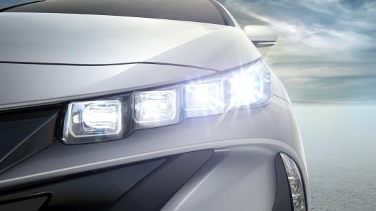 yota-Prius-PHEV-13